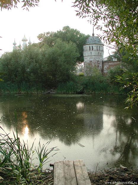 Пруд у стен покровского монастыря